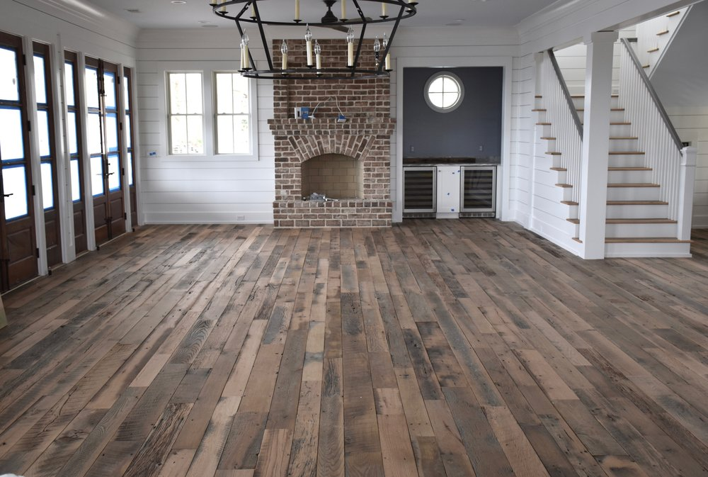 RUSTIC RECLAIMED OAK