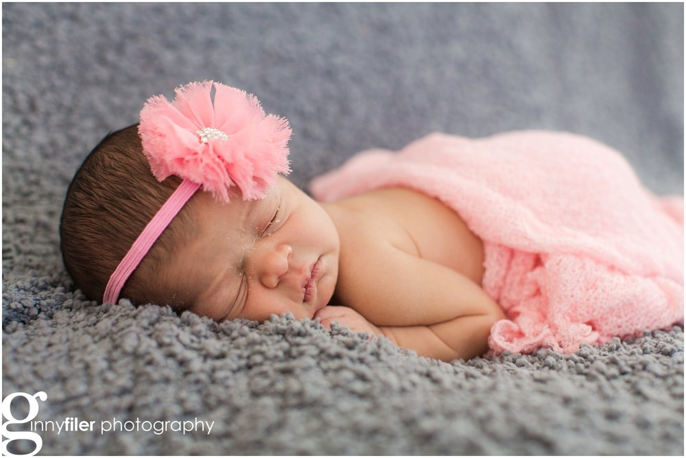 lifestyle_newborn_baby_family_photography_session_0008.jpg