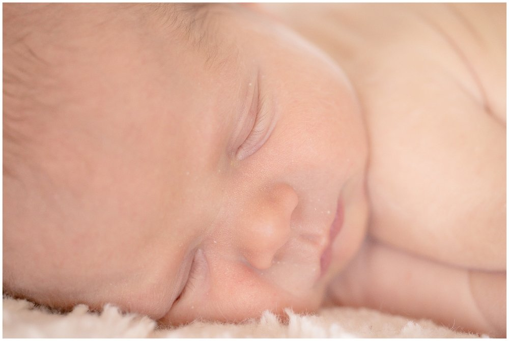 posed_newbornsession_0004.jpg