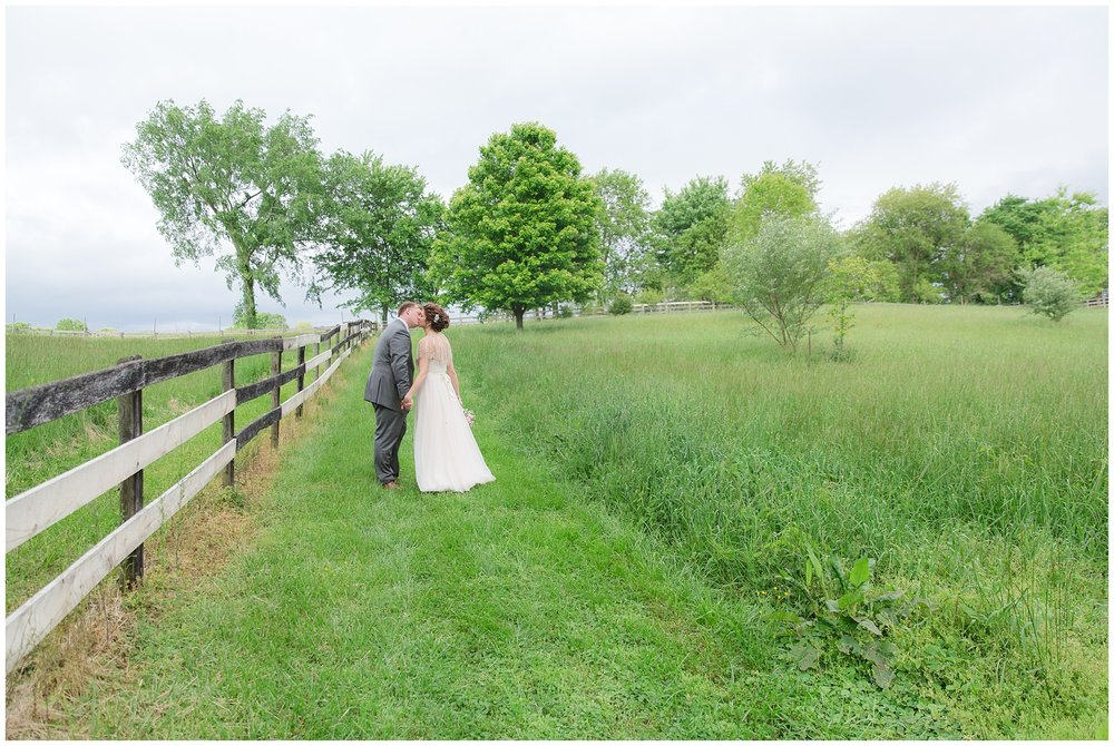 barn_wedding_day_0008.jpg