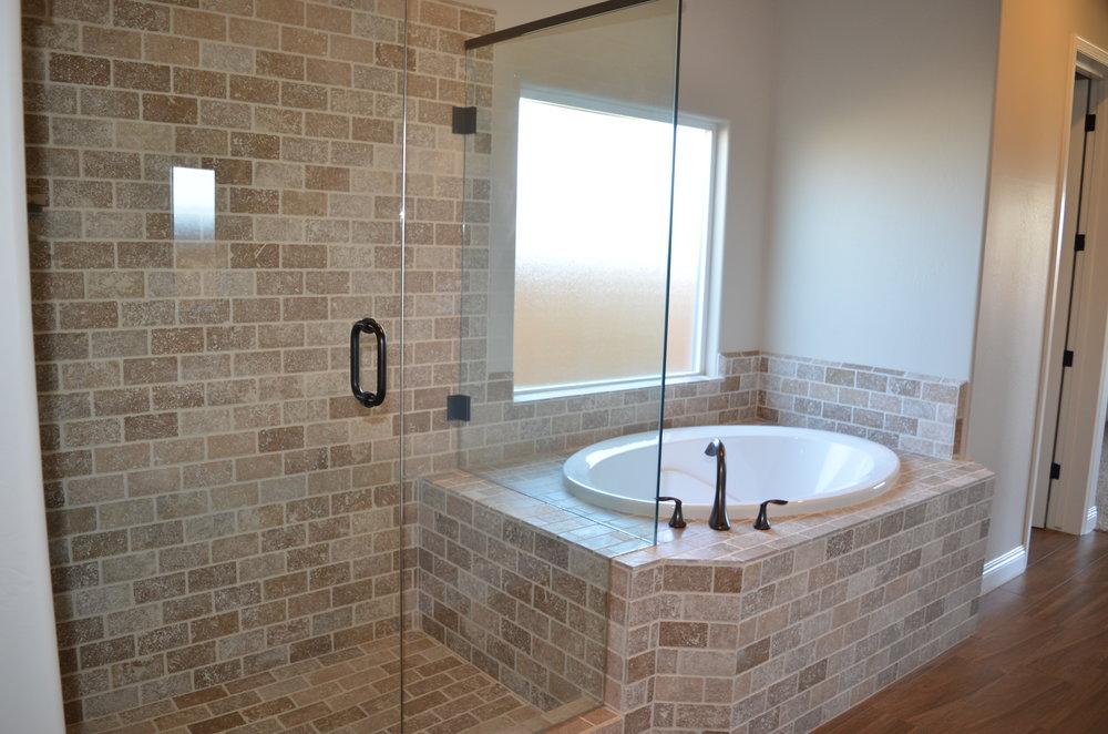 18 - Master Bath.JPG