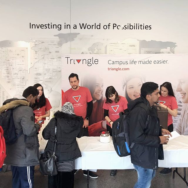 Students in the #RougeCampus network enjoyed delicious hot chocolate and candy to keep them warm, courtesy of @canadiantire  They learnt about the benefits of the Triangle program that can make campus life easier! How are you keeping warm?