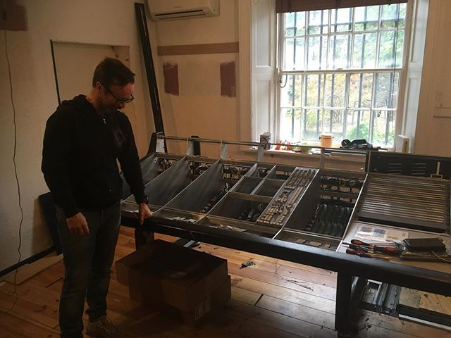 @marc_carolan taking time off from @muse World Tour to bid sayonara to @herbertplacestudios where he recently mixed the Muse 'Drones' live album, amongst many other great records🔊🔊🔊🔊🔊🤘🏼 Our expansion to the mountains is full steam ahead🚂⛰