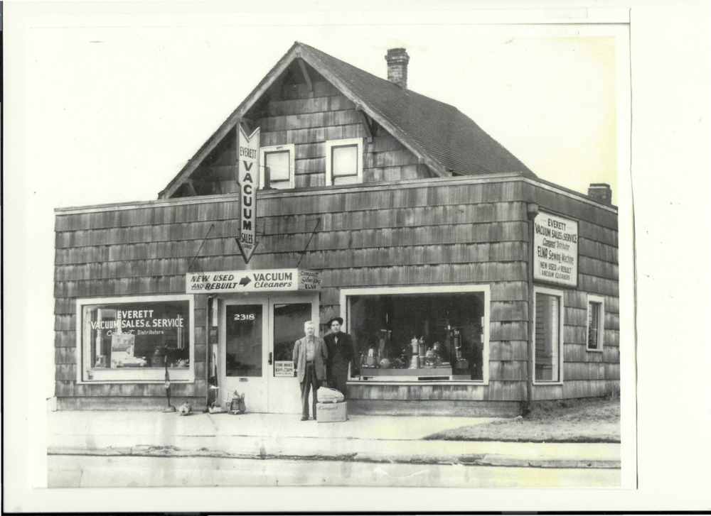 Everett Vacuum Store in 1944