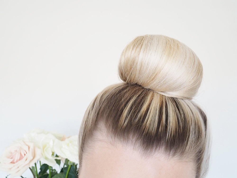 bloomingflourishes_hairtutorial_topknot_2.jpg