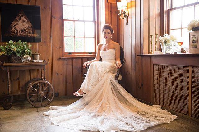 Classic beauty 👰💍❤️ . . . . . #brides #bridestyle #weddingdress #weddingphotography #weddingphotographer #weddinginspiration #weddinginspo #classicbeauty #bridalportrait #brideportrait #beautiful #weddingday