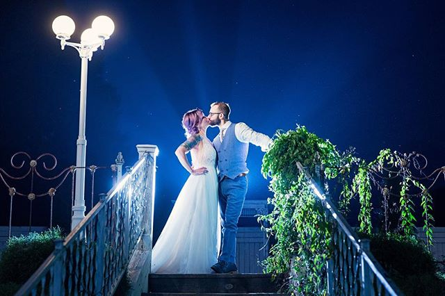 That radiant feeling when you kiss your love 😘 😇🙌🏽🌟 . . . . . #wedding #weddingphotography #weddingphotographer #hero #kiss #love #nightphotography #weddingdress #weddinginspiration #southwestmichiganweddings