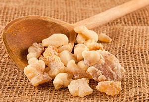 Frankincense: which is known to improve skin tone whilst smoothing out those laughter lines. Great for red blotches or uneven skin tones.