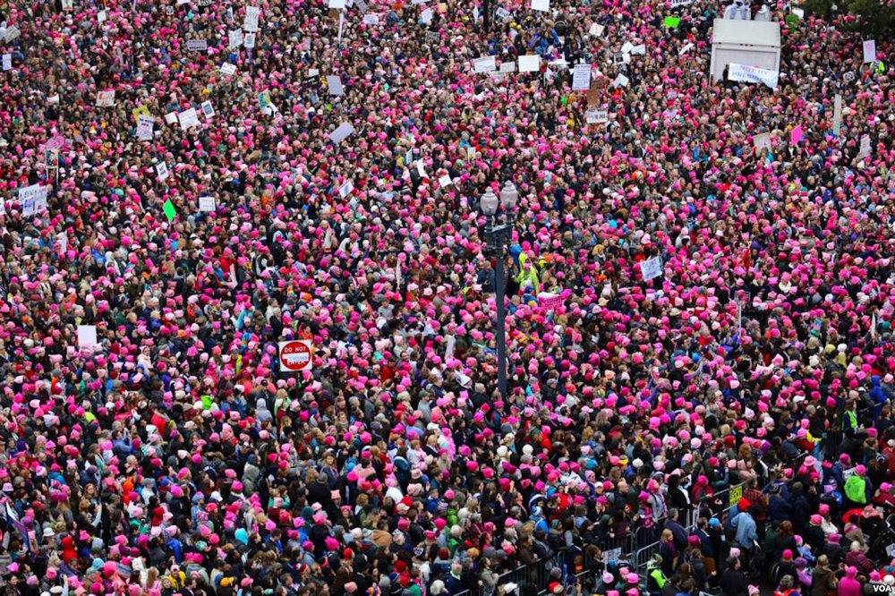 VIEW OF THE WOMEN'S MARCH ON WASHINGTON FROM THE ROOF OF THE VOICE OF AMERICA BUILDING IN WASHINGTON, D.C. (IMAGE VIA  WIKIMEDIA )