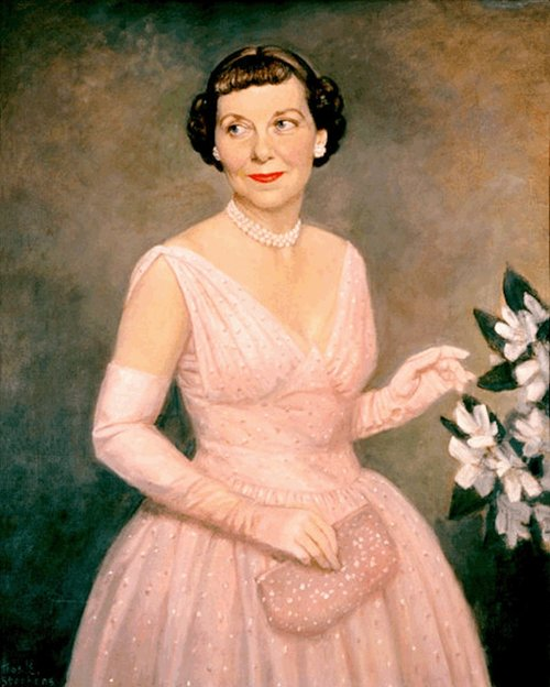 MAMIE EISENHOWER IN HER INAUGURAL GOWN, PAINTED IN 1953 BY THOMAS STEVENS (VIA WIKIMEDIA)