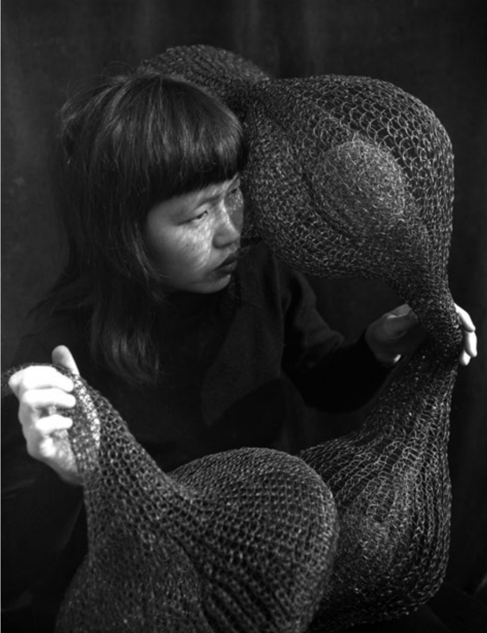 FIG 1  IMOGEN CUNNINGHAM,  RUTH HOLDING A FORM-WITHIN-FORM SCULPTURE , 1952. © IMOGEN CUNNINGHAM TRUST.