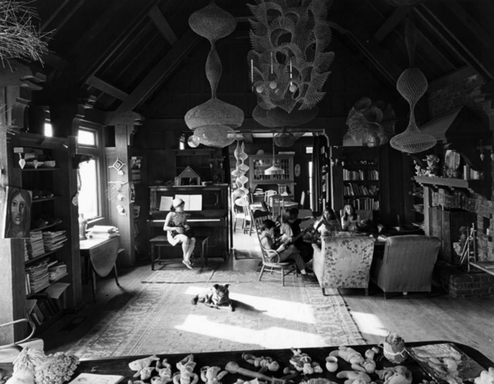 FIG 7  RONDAL PARTRIDGE, RUTH ASAWA'S LIVING ROOM, 1969. © RONDAL PARTRIDGE ARCHIVE.