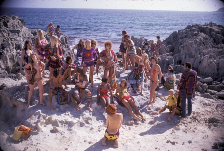"""Hippie Royalty on the Rocks"" (1969) (photo by Karl Ferris, featuring crocheted designs by 100% Birgitta)"