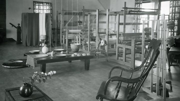 Weaving studio used by Alice Kagawa Parrott (unidentified location), 1950s.  Courtesy of the Alice Kagawa Parrott Family Trust
