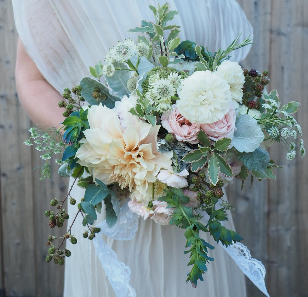 Pitto 'Elizabeth' looking gorgeous and picking up the pink and cream flowers in this wedding bouquet. You can see stems of eucalyptus and dusty miller too.