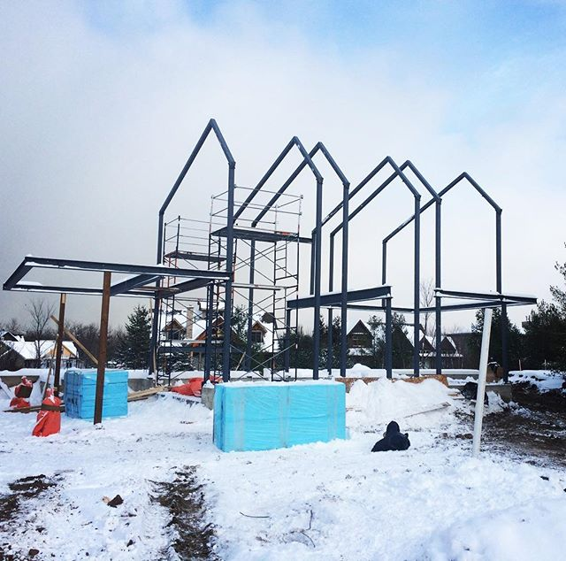 A couple more cross beams to be installed and the steel structure for one of our Chalet's will be complete.  It's always exciting to see the structure taking shape and turn plans into reality.  Next up, framing. · · · · #sierracustomhomes #architecture #interiorstyle #interiordesign #architecturelovers #customhomes #customchalet #collingwood #alpine #alpineskiclub #housetour #custom #design #designer #archilovers #chalet #dreamhome #realestate #details