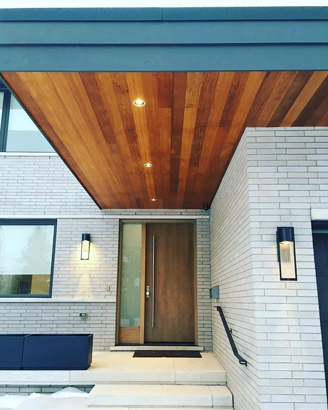 We had a great time visiting some old clients today. This Willowdale custom home was featured in the #beldenbrick 2017 calendar.  #torontorealestate #torontomodernhomes #customhomes #masonry #sierracustomhomes #cedarsoffit #willowdale #willowdalerealestate #luxuryhomes #luxuryrealestate #torontocustomhomes #projectmanagement
