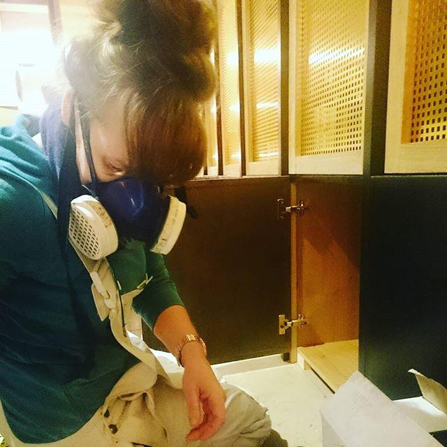 Men...ops...Women @ work!!! @32mqdesignstudio @cocoretro_tunbridgewells #32mqdesignstudio #32mq #cocoretro #onsite #onsitenow #architecture #architecturelovers #archilovers #arch #architecturephoto #design #designing #interiordesigner #interiordecoration #interiors #interior #blackpainters #brass #ladiesatwork #mask #atwork