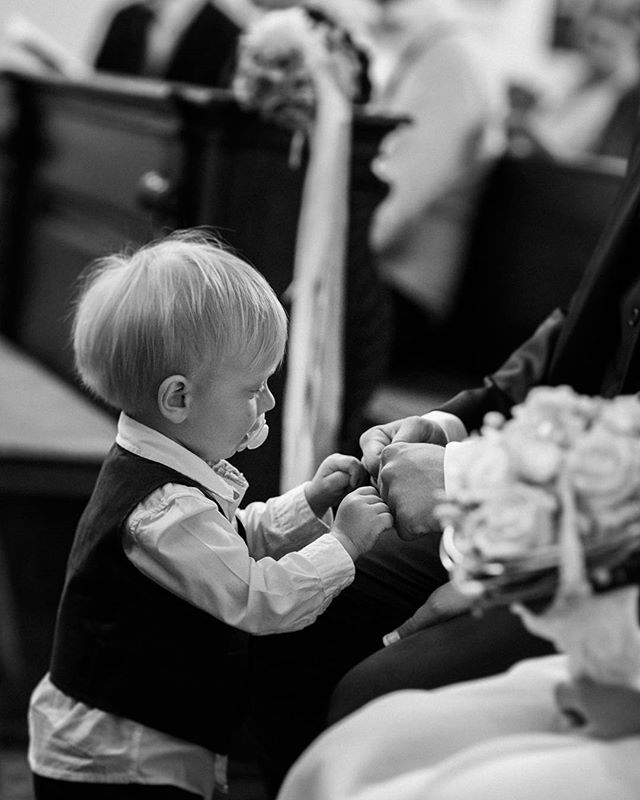 Good job Daddy. #tiedtheknot #brofist . . . . . #hochzeitsfotografsteiermark #hochzeitsfotograf #wedding #weddingphotography #instawedding #ceremony #farbenfroh #hochzeitsfotografgraz #junebugweddings #bride #photobugcommunity #weddingday #austriawedding #realweddings #realmoment