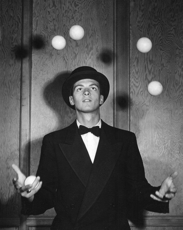 Eric Winter, the juggler