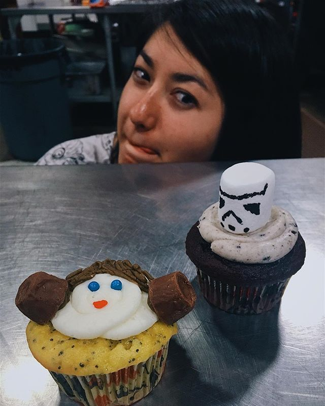 Mari is totally eyeing Princess Leia 😍👑