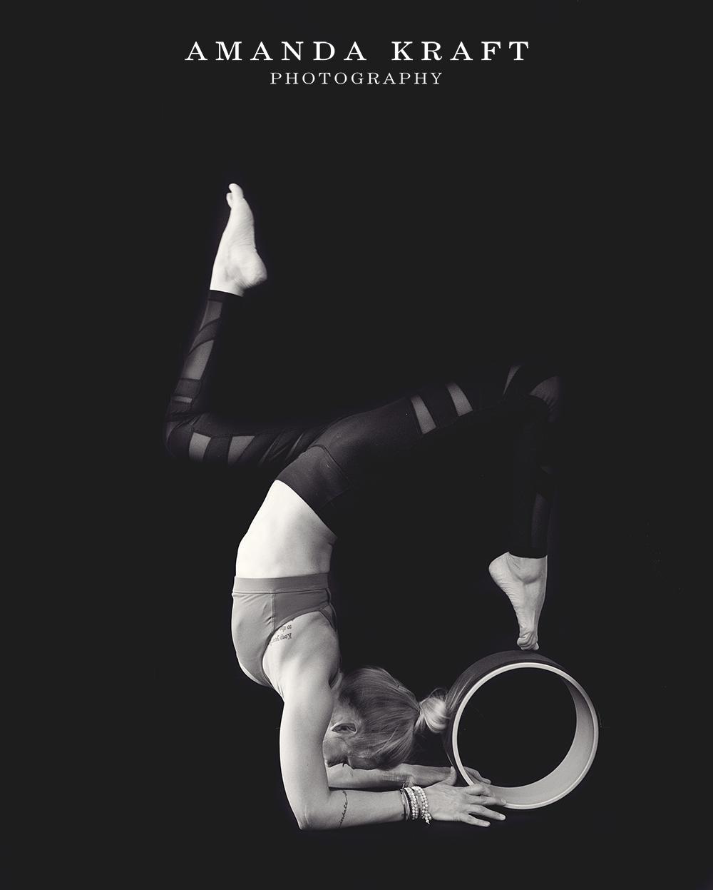 amandakraftphotography_jessie_yoga_062bw.jpg