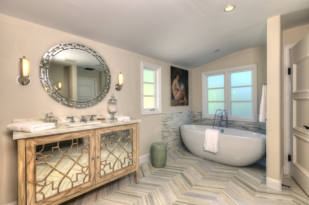 39 Master bath tub hi ANR Signature Collection.jpg