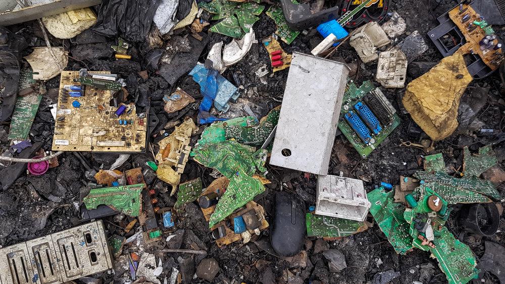 Electronic_waste_at_Agbogbloshie,_Ghana.jpg