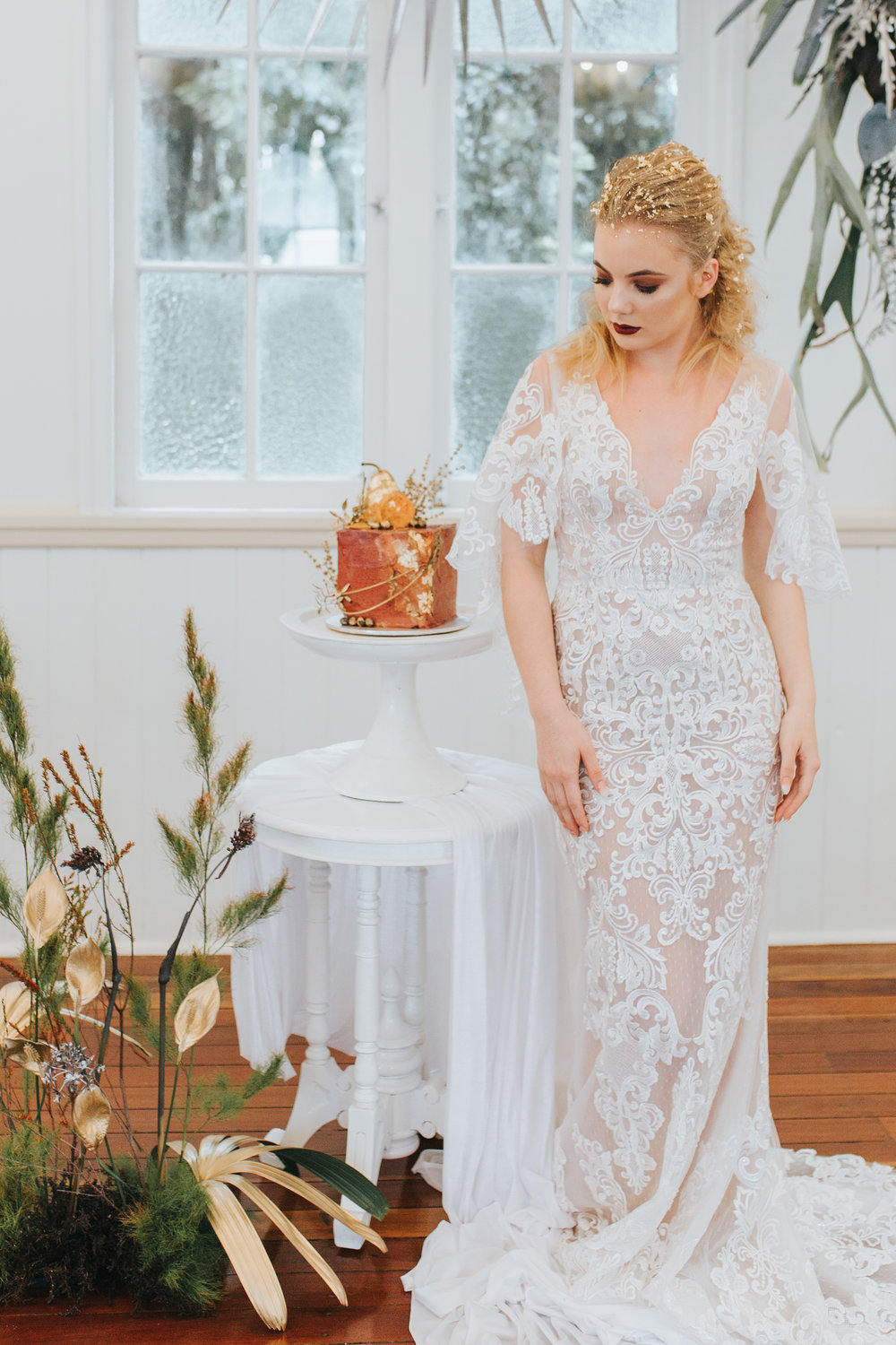 Bloodwood Botanica | Gold and silver wedding flowers and cake