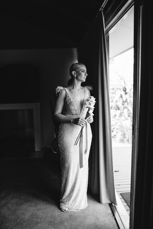 Sam   Beautiful timeless bride simple bouquet