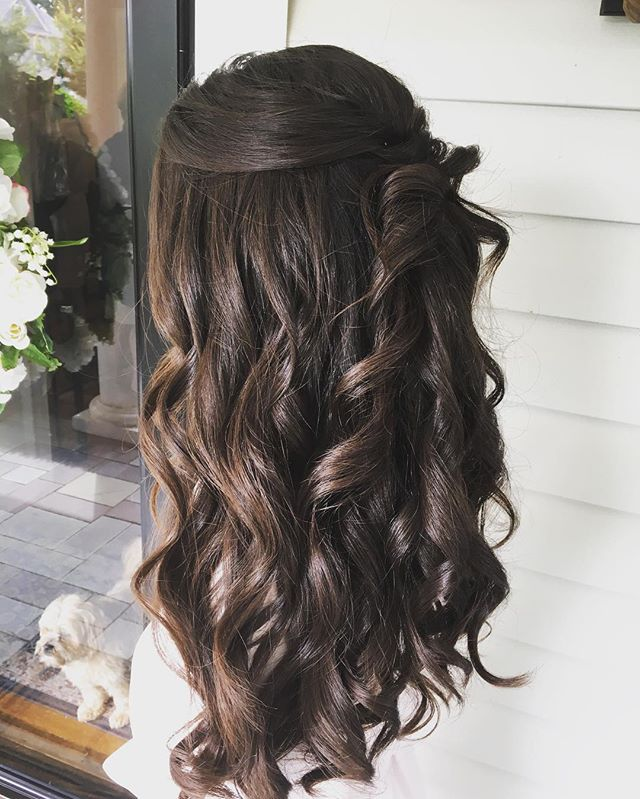Great time of year to wear your hair down😊#bridesmaids #bridalhair #bridal #brides #gorgoeus #beautifulgirl #beautifulhair #updo #halfuphalfdown #weddingfun #weddinghair #weddingseason #lovewhatido