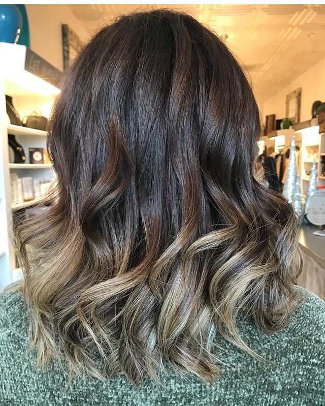 BRUNETTES can have some fun by adding a little brightness to there color ✨✨✨✨creates by @lauren.rebecca.hair #cooltones #bestofbalayage #haircolor #alphaparf #balayagehighlights #brunettebalayage