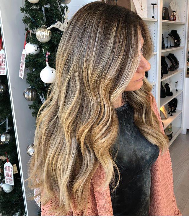 Stunning color ✨✨created by @hairbykimthompson #warmblonde #bestofbalayage #haircolor #alfaparf #winterhair #blondes #balayage