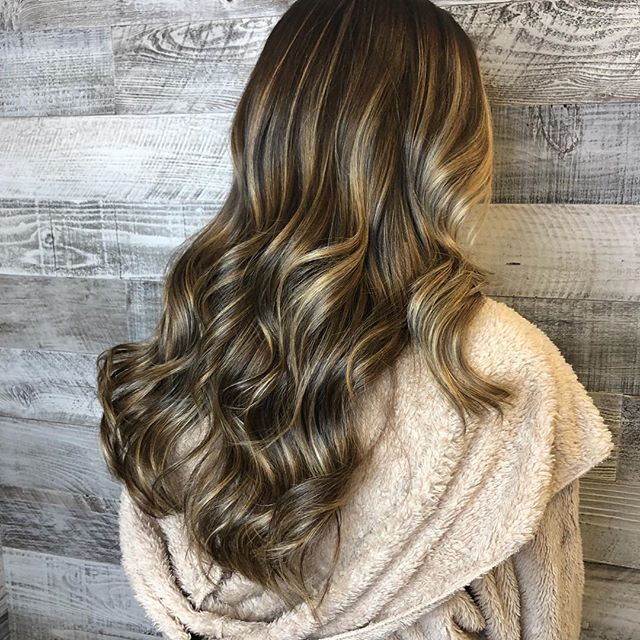 HIGH SHINE BRONDE COLOR ✨✨✨beautifully created by @highvibehair #balayage #blondes #warmblonde #brondebalayage #bronde #highshine #handpainted #bestofbalayage