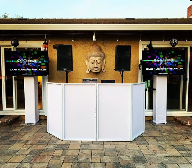 I'm pretty proud of this simple yet effective setup I put up for a small backyard party this past weekend. DJ setup + 2 HDTVs + 10 LED uplights. #buddha head not included. • #DJTanveer #BackyardDJ #Bollywood #Birthdayparty  #QSC #Uplighting #DJ #Party #Pioneer #Serato #bollywooddjs #vmoda #globaltruss #djbooth