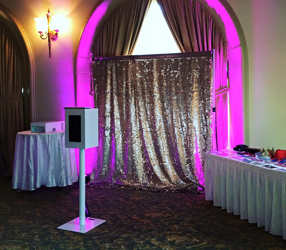 Open Air Booth - This setup is the most inviting and also the most popular. Guests will feel like a star as they pose in an open air environment.Base 4 hour Package - $550