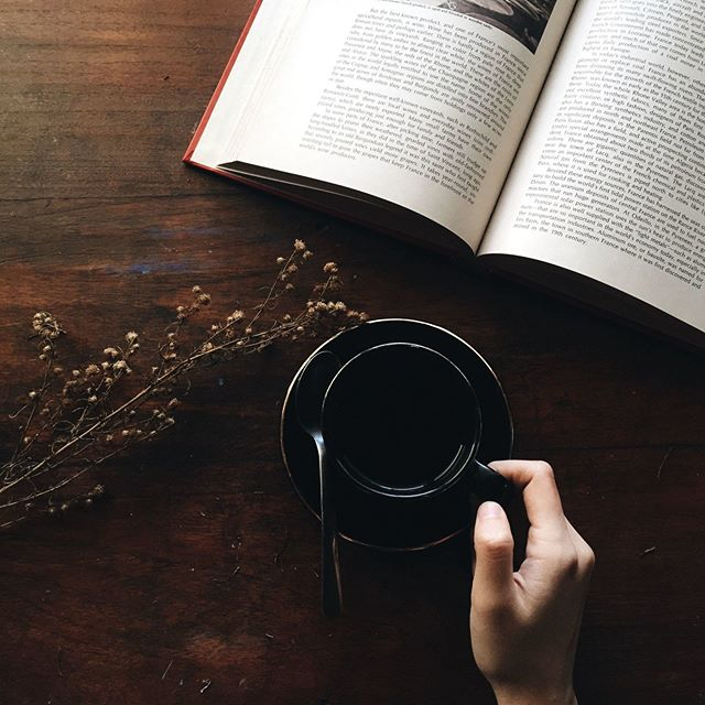 New Years Resolution #1: Read 30 books.📚 The cold weather we've been having is the perfect excuse to stay in and read with a warm coffee in hand. ✨ ☕☺