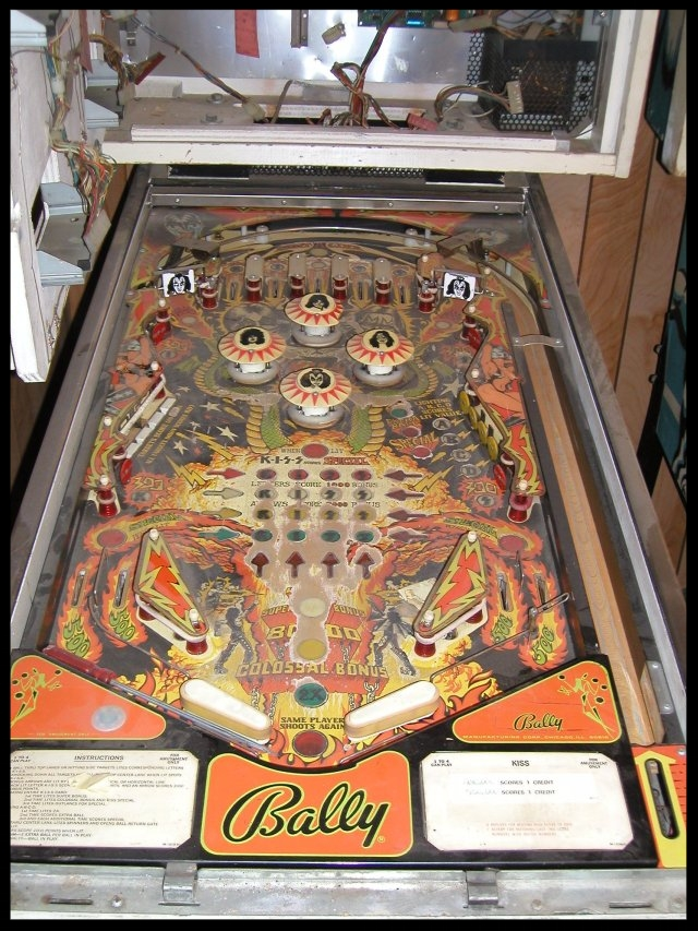Playfield.  Notice the missing glass.