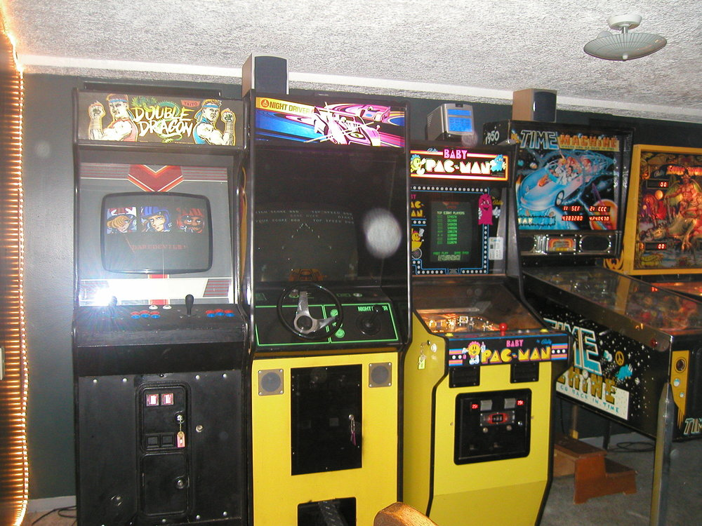 all machines were running for the photo as were the super cool rope lights.  arcade nerd, for sure.