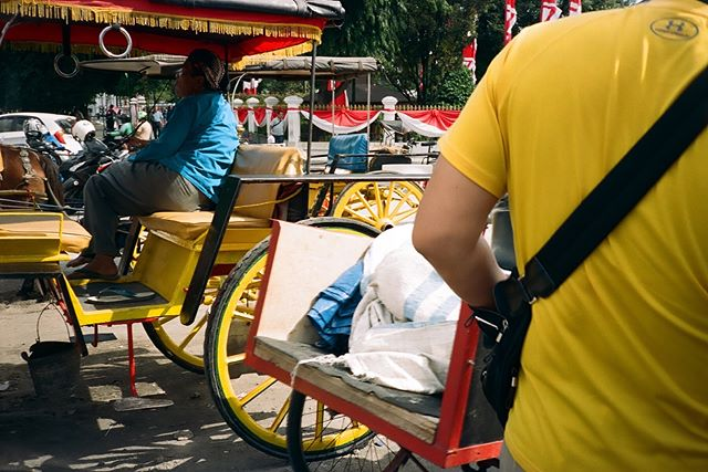 Yellow on yellow in Yogyakarta (more: LINK IN BIO or raissasapardan.com)