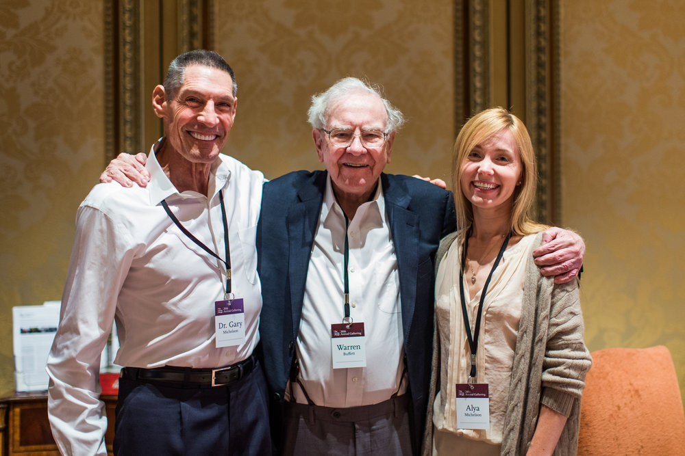 Alya&Gary Michelson with Warren Buffet at Giving Pledge session