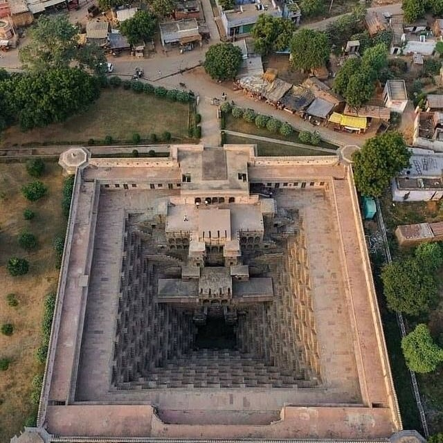 An aerial view of Chand Baori. It was built during the 8th and 9th centuries and has 3,500 narrow steps arranged in perfect symmetry, which descend 20m to the bottom of the well⠀ .⠀ Centuries ago, the stepwells were built in the arid zones of Rajasthan to provide water all year through⠀ .⠀ .⠀ #beaconholidays #travelblog #travellers #travel #travels #travelgram #travelblogger #photography #travelphotography #traveltheworld #travelquote #travelphoto #photooftheday #traveladdict #travelers #nature #travelpics #travelholic #instatravel #traveller #wanderlust #vacation #instagood #travelguide #travelpic #traveling #travelingram #trip #traveler