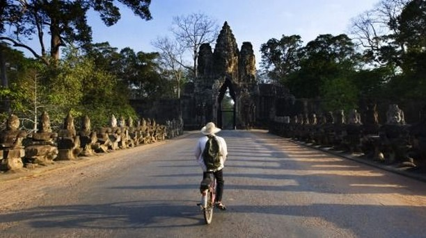 "In search for warmer weather?⠀ ⠀ This journey takes you through three countries with divergent histories and distinct cultures. Start your tour in Siem Reap as the ancient capital of Khmer and be wowed by the magnificent temples of Angkor Wat. Head to Hanoi and feel the serene tranquility of beautiful colonial at the ""beating heart"" of Vietnam.⠀ ⠀ Cruising into the emerald water and see the stunning limestone seascape of scenic Halong Bay. Finish off your tour at the bustling streets in Bangkok, visit the magnificent shimmering palaces and temples of Grand Palace. You will see a little piece of everything this awesome country has to offer.⠀ ⠀ #siemreap #explore #asia #tour #beaconholidays"
