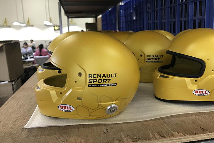 Bell-Helmets-Renault-F1-2016.jpg