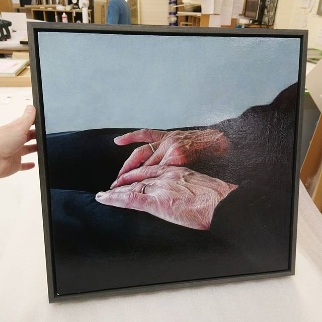 Incredible detail in this painting by @danmurrayartist, looks great in this grey wash painted tray frame. . . . #edinburghart #edinburghartist #pictureframing #pictureframeshop #oilonboard #pictureframer #fineart