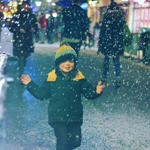 It was definitely beginning to look a lot like Christmas this weekend, working on 'Snow Moments' with @bristolbid - it's going to snow every night this week on Millennium Promenade and Cathedral Walk from 5pm so head down for your snow selfies! #snowinginbristol #bristol #events #christmasiscoming