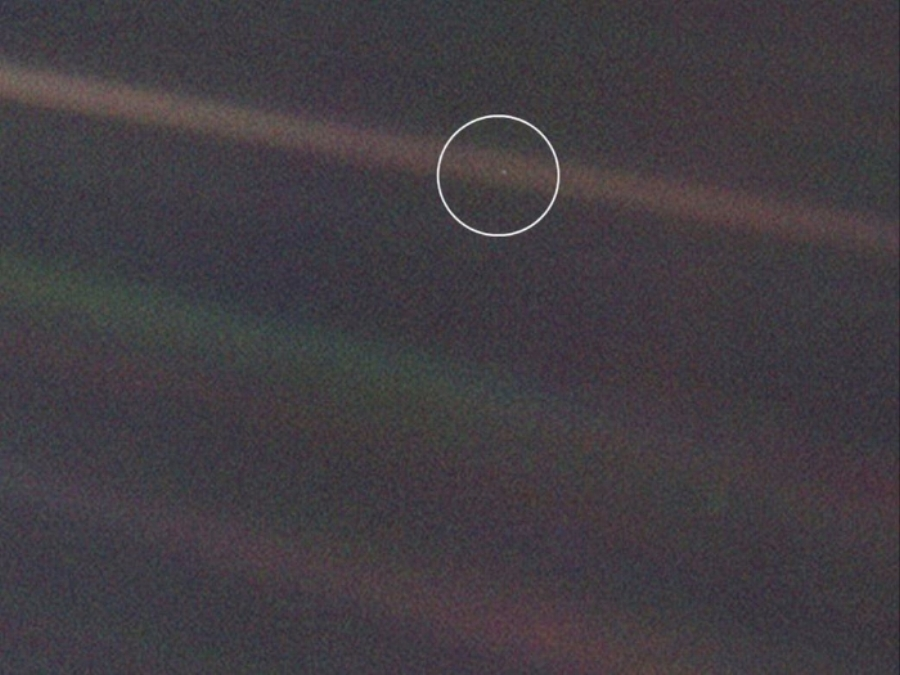 Pale blue dot.jpg
