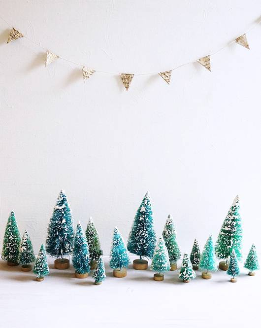 these-holiday-decor-ideas-are-perfect-for-small-spaces-small-space-decor-mini-christmas-village-setup-582f89700da6a8082e001f6d-w620_h800