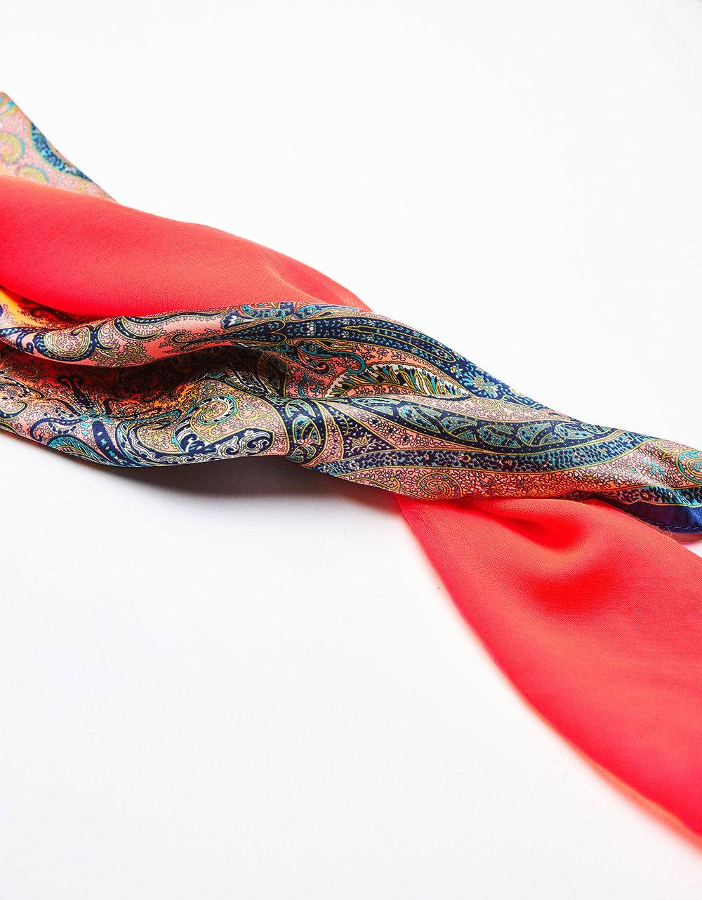 Conjunto de lenços gargantilha, 7,99€, Bershka