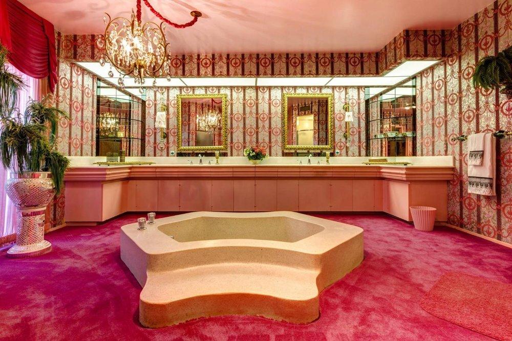 Nada diz casa de banho como carpete dos anos 70!